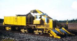 Suokone Suokko 450 working as sod peat collecting unit, 1985