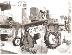 Valor straddle tractor